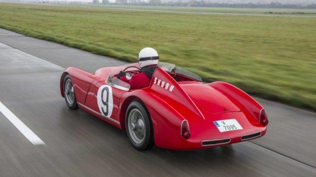 60 лет спустя: спорткар Skoda 1957 года выпуска вывели на трек