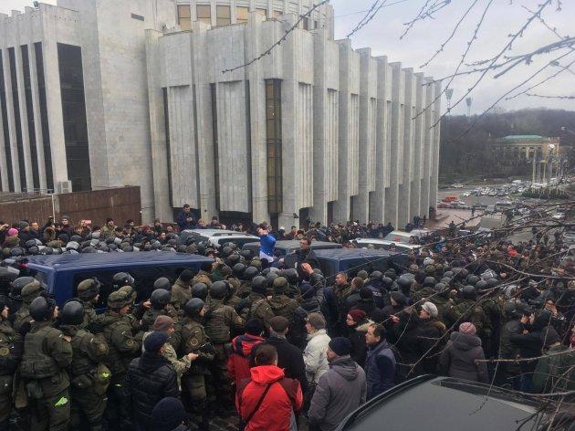 Громкое «задержание» Саакашвили: обвинения, ответы и хронология события