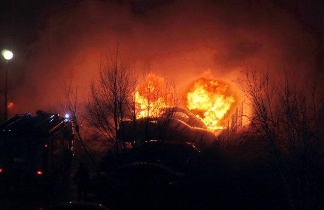 Под Киевом неизвестные подожгли машины коктейлями Молотова