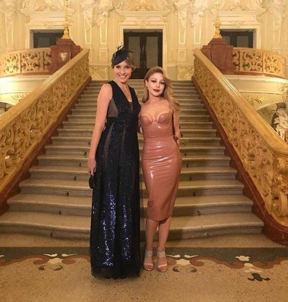 Тина Кароль ошеломила фигурой в латексном платье