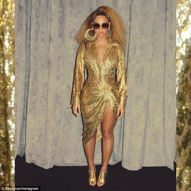 В леопардовом платье и с глубоким декольте: Бейонсе похвасталась свежими снимками