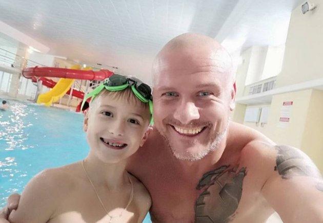 Украинский боксер показал, как воспитывает сына