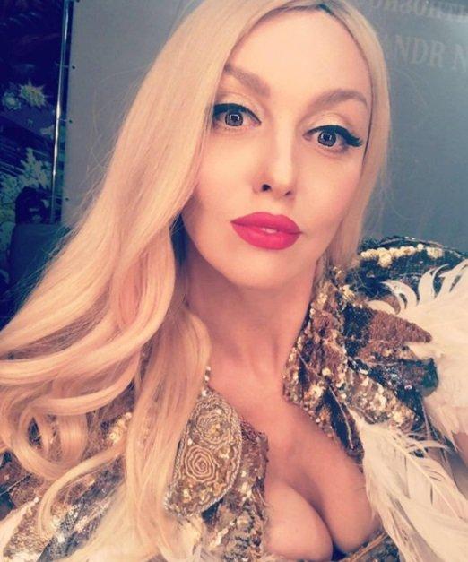 Оля Полякова выложила в Instagram нескромное селфи