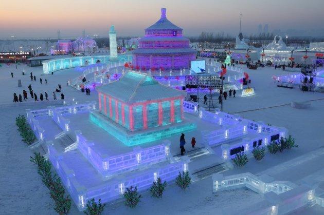 В Китае открылся ежегодный Фестиваль льда и снега. Видео