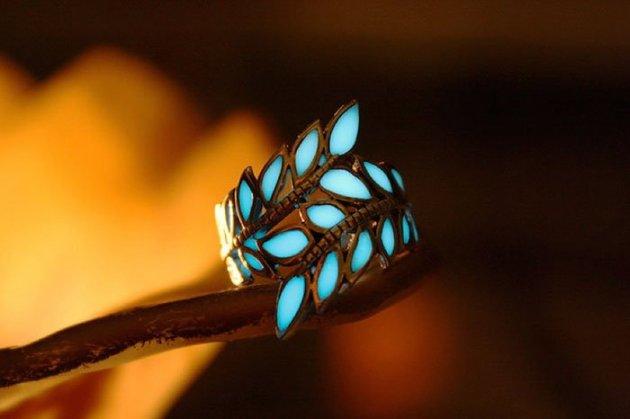 Волшебные украшения, которые светятся в темноте. Фото