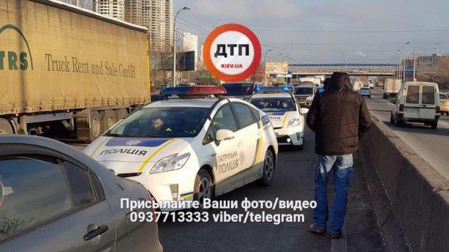 В Киеве произошла авария с участием пяти авто