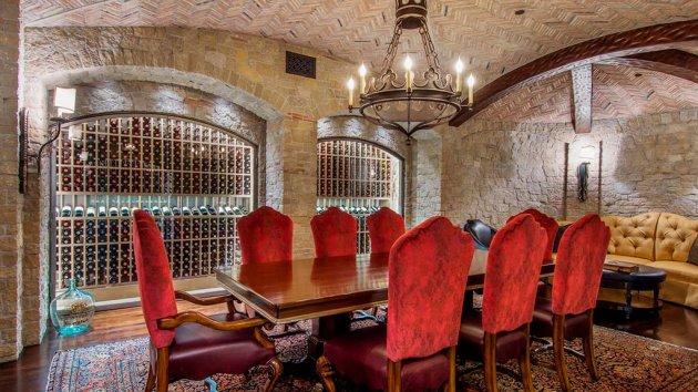 Шикарный особняк основателя кинокомпании Legendary Pictures. Фото