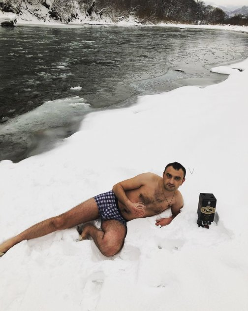 Крещение 2018: украинцы делятся экстремальными снимками. Фото