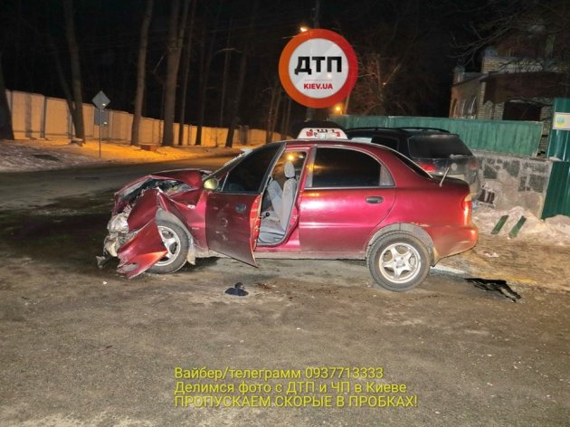 ДТП под Киевом: столкнулись две легковушки, трое пострадавших