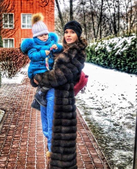 Слава Каминская сфотографировалась со своей дочкой