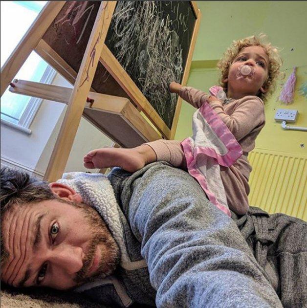 Суперпапа: как живется отцу четырех дочек. Фото