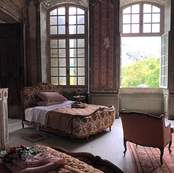 Супруги выкупили и отремонтировали заброшенный замок. Фото