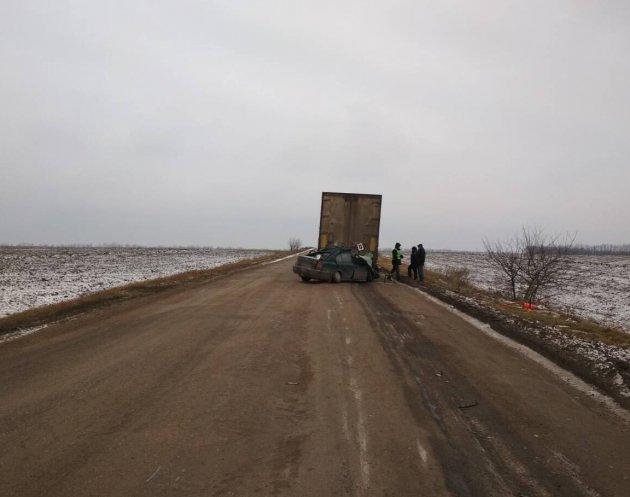 Смертельное ДТП на Кировоградщине: легковушка влетела в грузовик