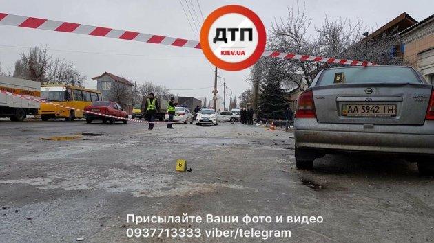 В Киеве водитель BMW насмерть сбил женщину на тротуаре