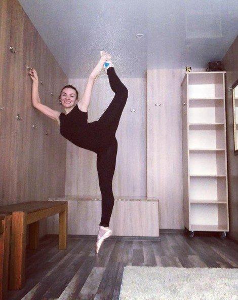 Надя Мейхер восхитила идеальной растяжкой