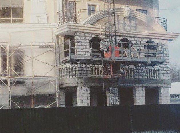 Жителей Киева возмутил «царь-балкон» в новостройке