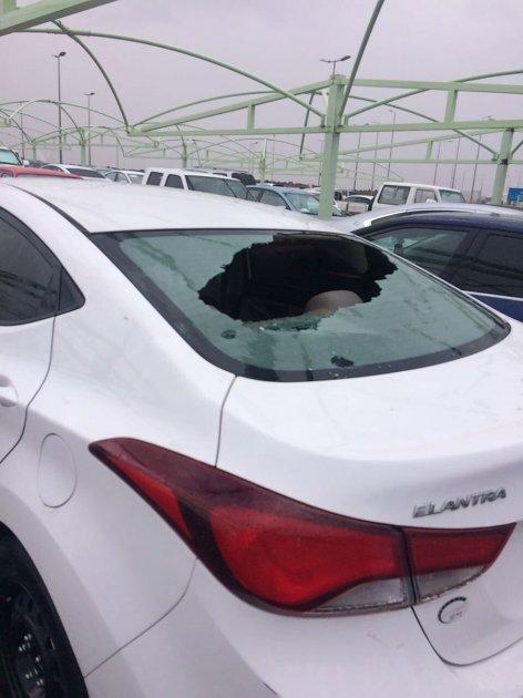 В Саудовской Аравии гигантский град повредил авто и травмировал людей. Видео