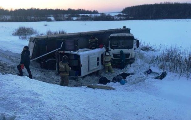 Много погибших: в России столкнулись MAN и микроавтобус