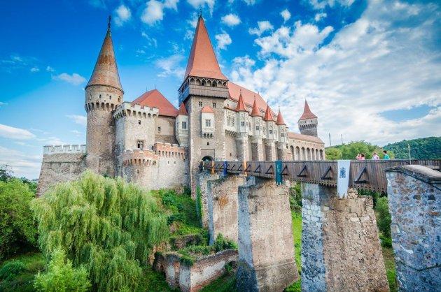 Самые невероятные старинные замки Европы. Фото