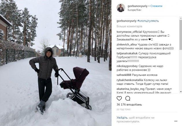 Семья известных украинских телеведущих показала фото с прогулки с сыном