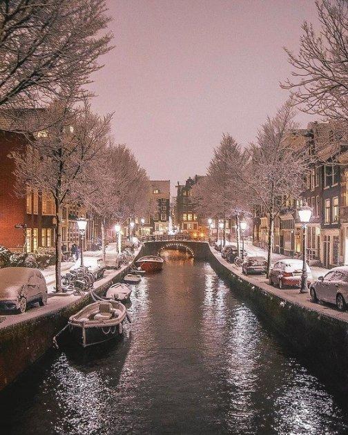 Город-сказка: так выглядит заснеженный Амстердам. Фото