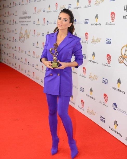 «Ужасно фиолетово»: поклонники Ани Лорак раскритиковали ее наряд