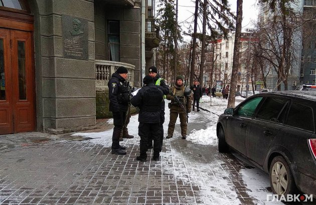 В Киеве в правительственном квартале видели автоматчиков