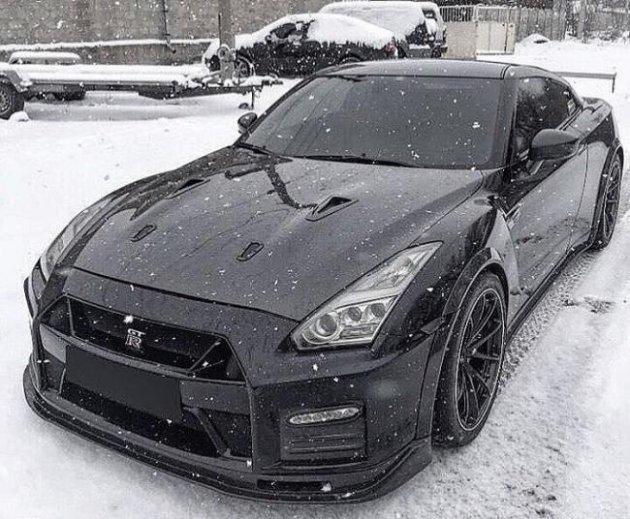 В Украине видели тюнингованный Nissan GT-R