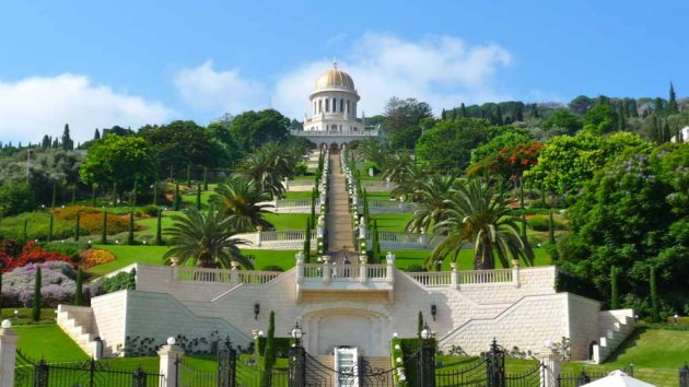 «Висячие сады» Хайфы вокруг храма Баба. Фото
