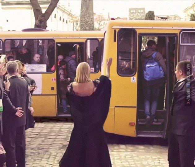 Пэрис Хилтон во Львове: Сеть веселится над свежими мемами
