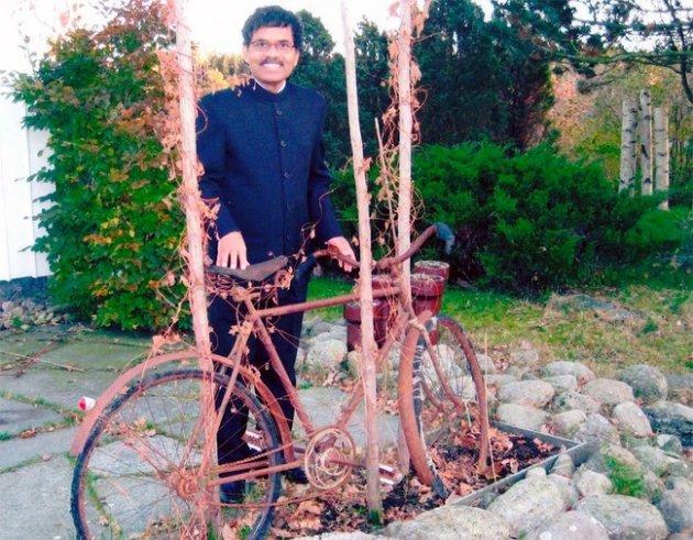 Бедняк из Индии приехал на велосипеде в Швецию к возлюбленной. Фото