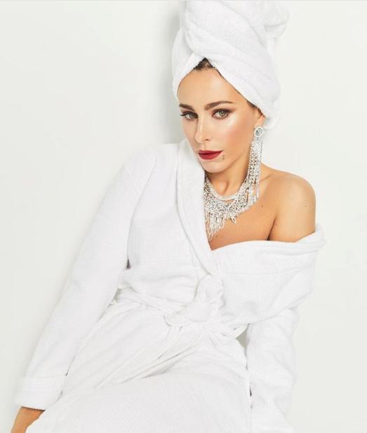 Лорак похвасталась пикантным фото в полотенце