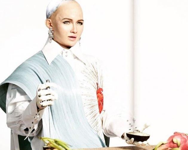 Девушка из будущего: робот София украсила обложку известного глянца