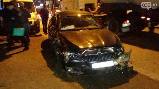 Массовое ДТП во Львове: столкнулись сразу шесть авто