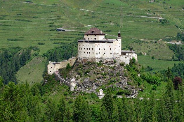 Туристам на заметку: самые интересные замки Швейцарии. Фото