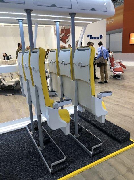 Реальный лоукост: итальянцы представили стоячие кресла для самолетов