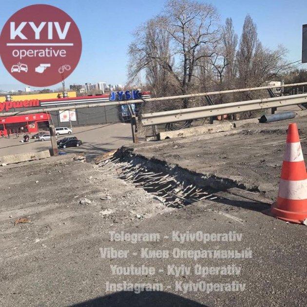 На Выдубичах в Киеве «устал» еще один мост