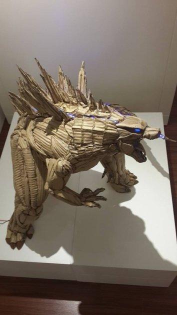 20-летний парень создает необычные скульптуры из картона. Фото