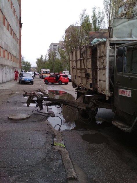 В Запорожье из-за поломки мусоровоза погиб мужчина