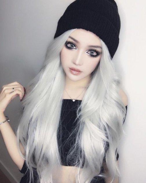 Реальная девушка, которая выглядит как готическая кукла. Фото