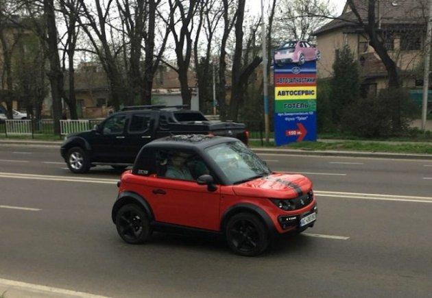 В Украине видели экзотический электрокар