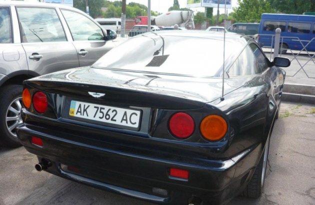На дорогах Украины видели уникальное купе Aston Martin