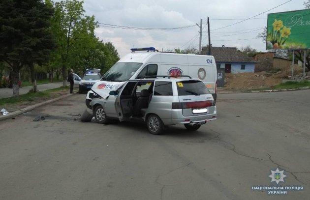 В Винницкой области не разминулись легковушка и микроавтобус