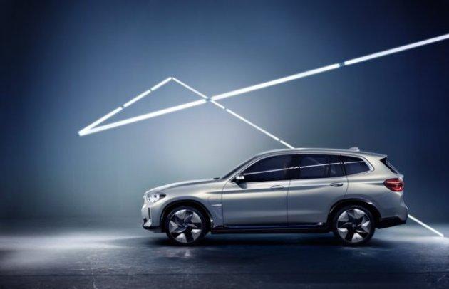На автосалоне в Пекине BMW показала электрический кроссовер