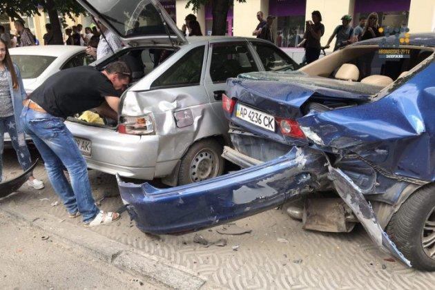 В Запорожье пьяный водитель устроил масштабное ДТП
