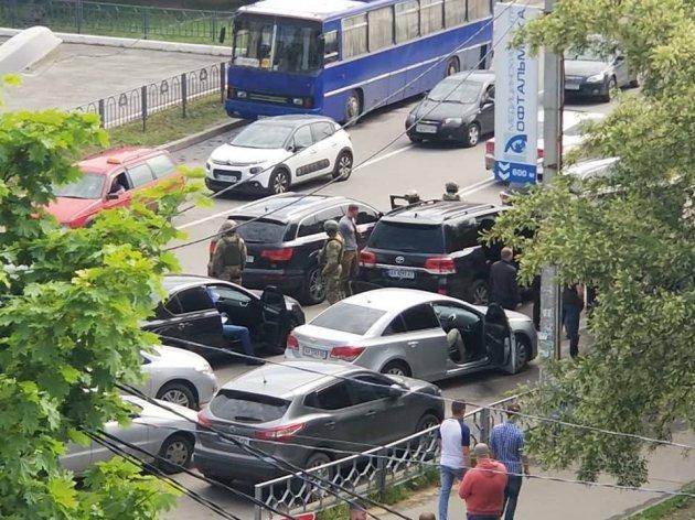 В центре Харькова задержали джип с оружием