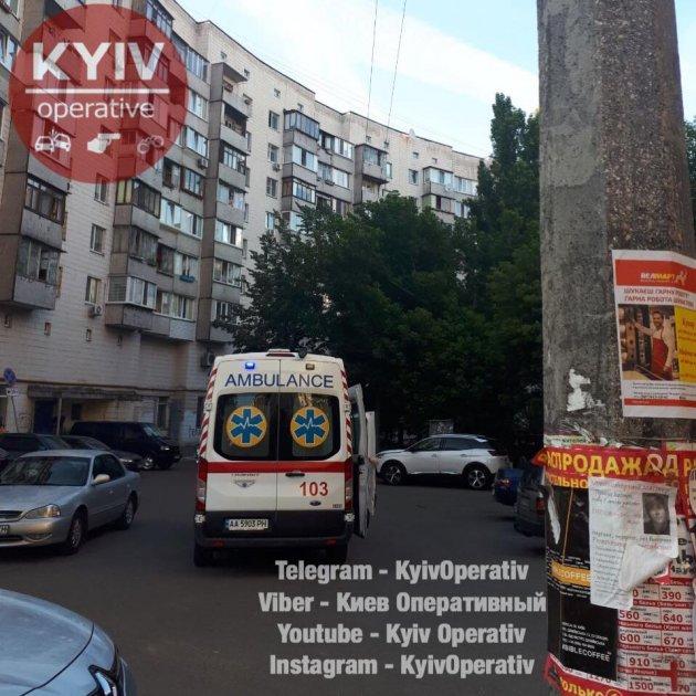 В Киеве стая ворон пробила женщине голову