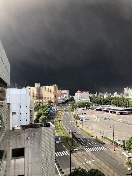 В Японии «взорвался» вулкан. Видео