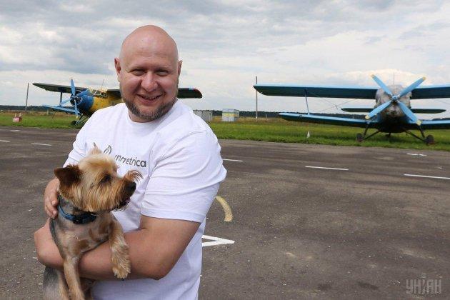 Львовянин зубами протащил самолет с курсантами