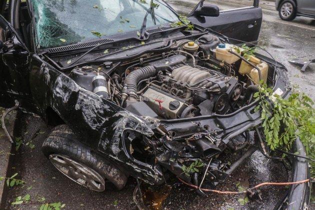 Обломки разбросало в разные стороны: в Киеве произошло серьезное ДТП